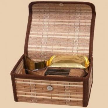 Подарочный набор в бамбуковом сундуке (молотый 100 г + чай черный ароматизированный Личи 100г 150г)
